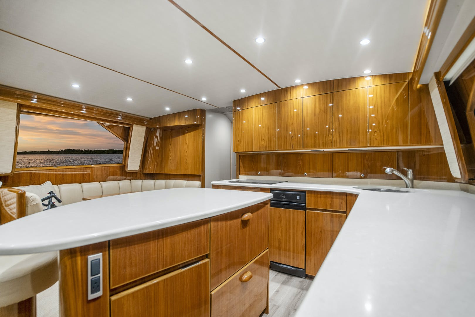 2014 Viking 62' 62 Convertible Mixer | Picture 5 of 100