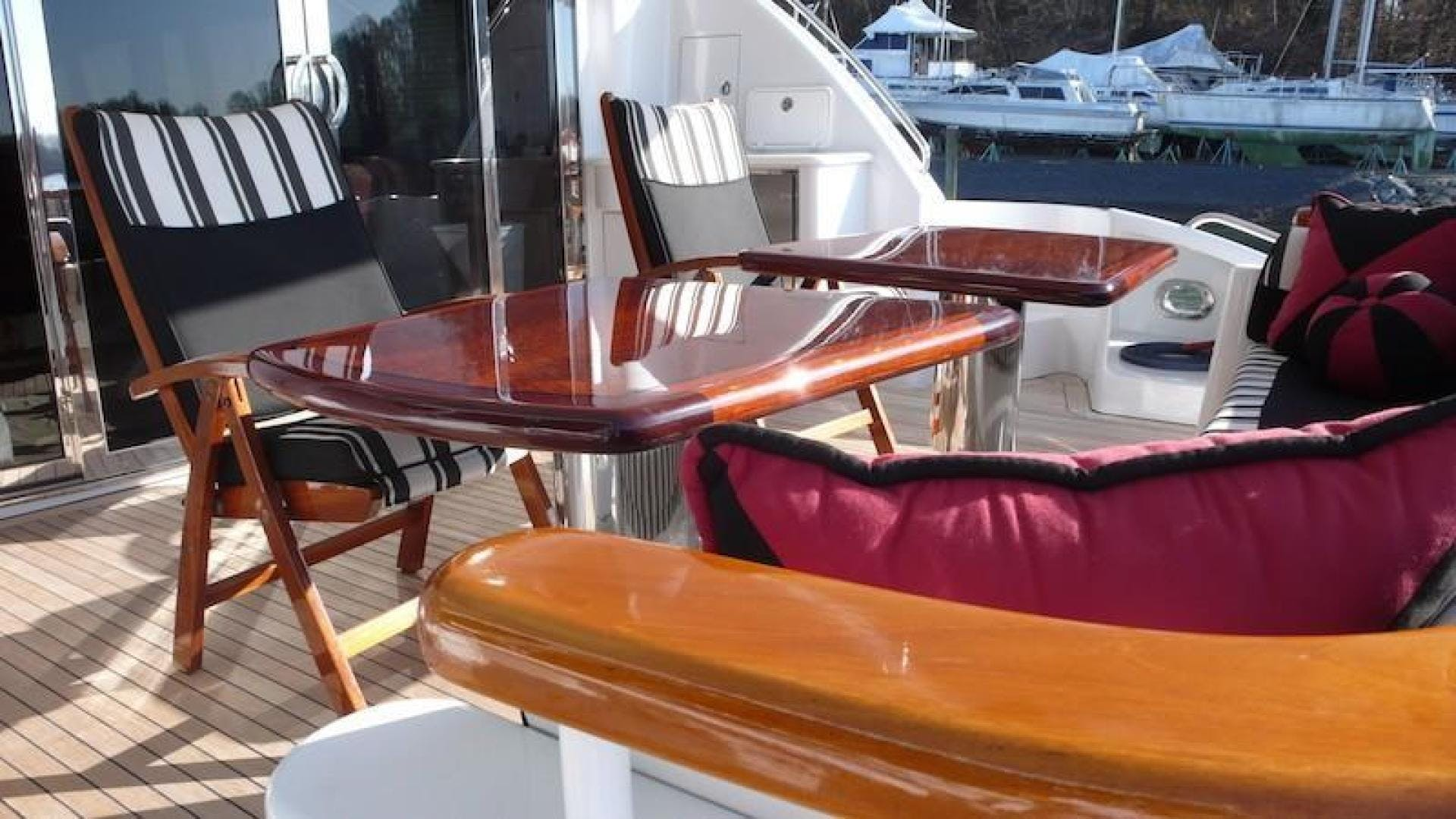 2005 Hatteras 80' Sky Lounge Motor Yacht SECOND GENERATION   Picture 4 of 69