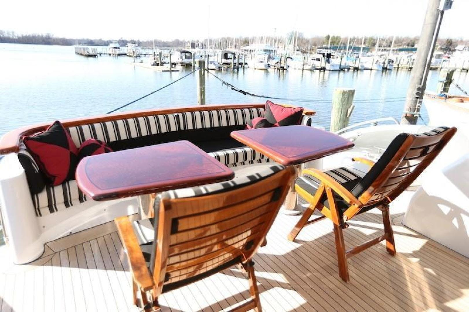2005 Hatteras 80' Sky Lounge Motor Yacht SECOND GENERATION   Picture 8 of 69