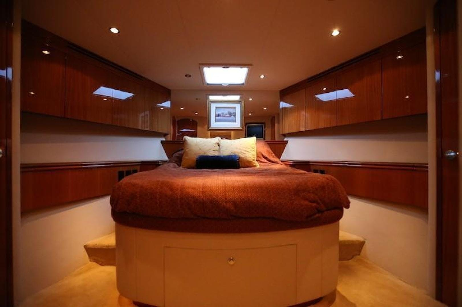 2005 Hatteras 80' Sky Lounge Motor Yacht SECOND GENERATION   Picture 3 of 69