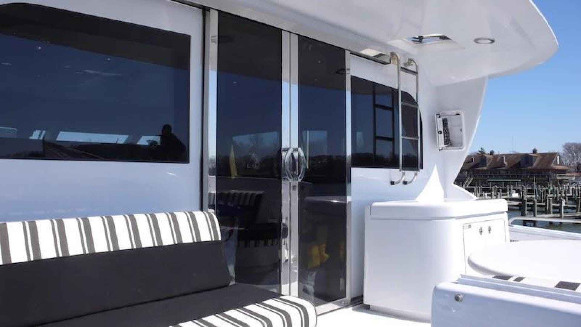 2005 Hatteras 80' Sky Lounge Motor Yacht SECOND GENERATION   Picture 6 of 69
