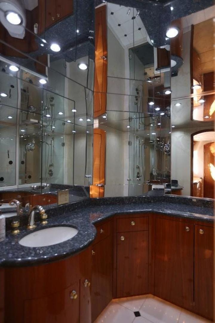2005 Hatteras 80' Sky Lounge Motor Yacht SECOND GENERATION   Picture 5 of 69
