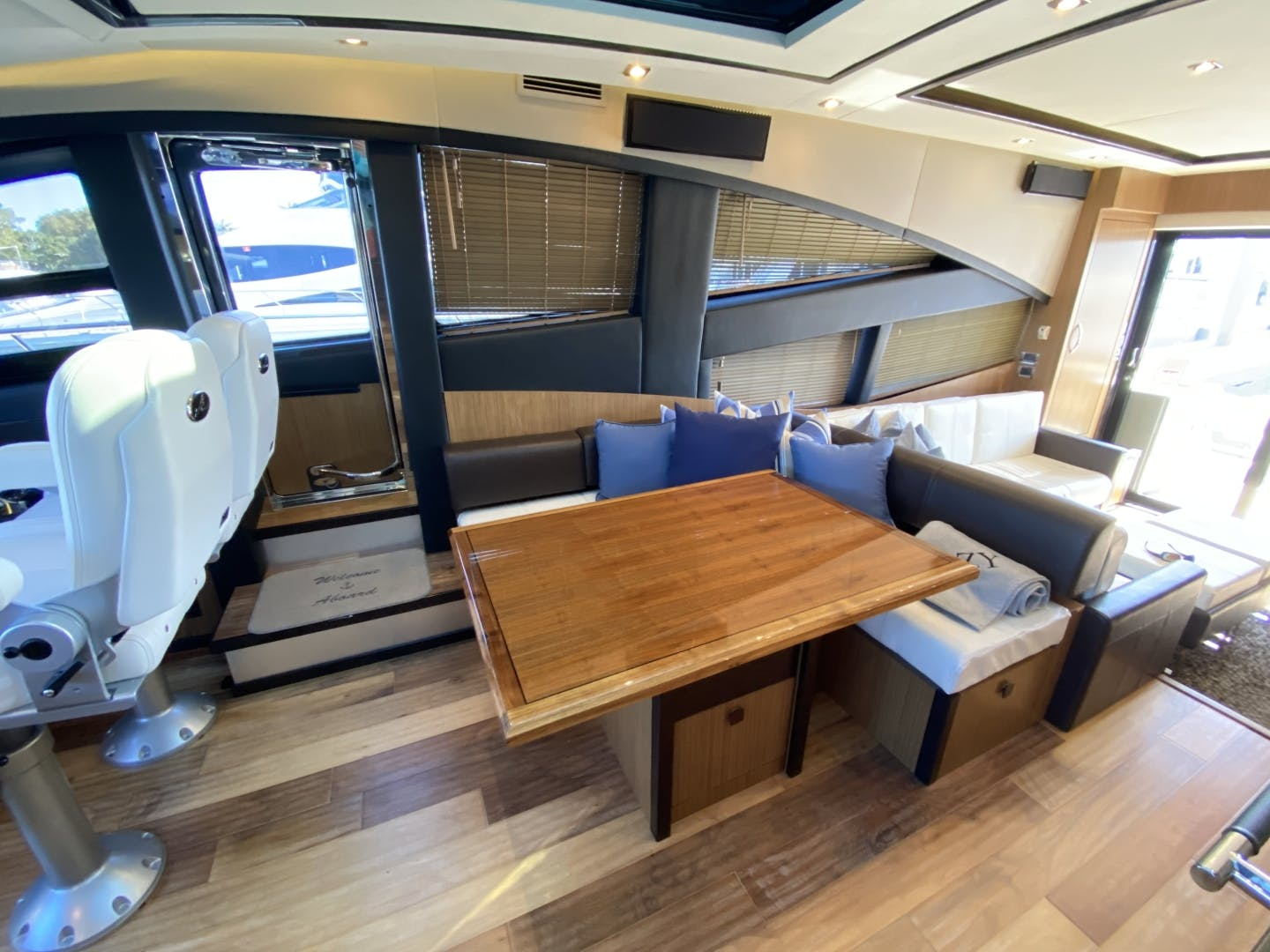 2016 Sea Ray 65' L650 Express Cozy | Picture 8 of 90