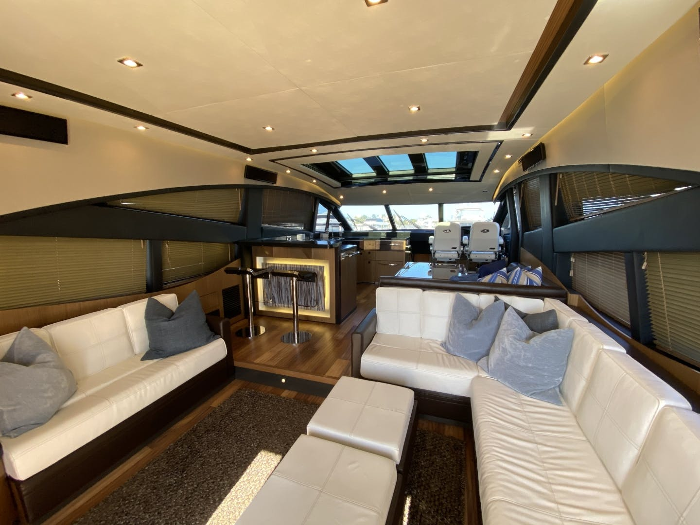 2016 Sea Ray 65' L650 Express Cozy | Picture 6 of 90