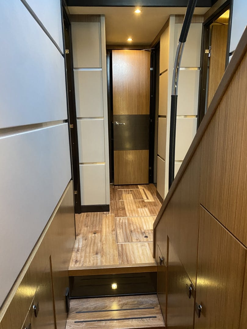 2016 Sea Ray 65' L650 Express Cozy | Picture 2 of 90