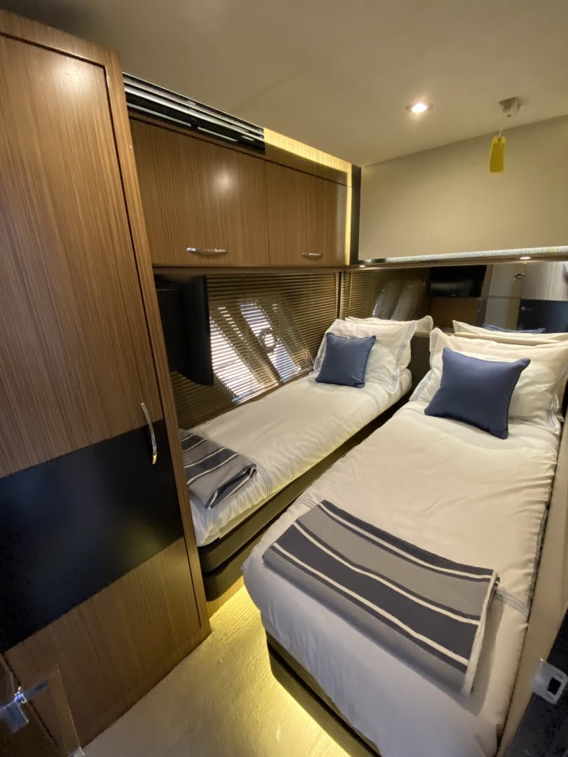 2016 Sea Ray 65' L650 Express Cozy | Picture 5 of 90