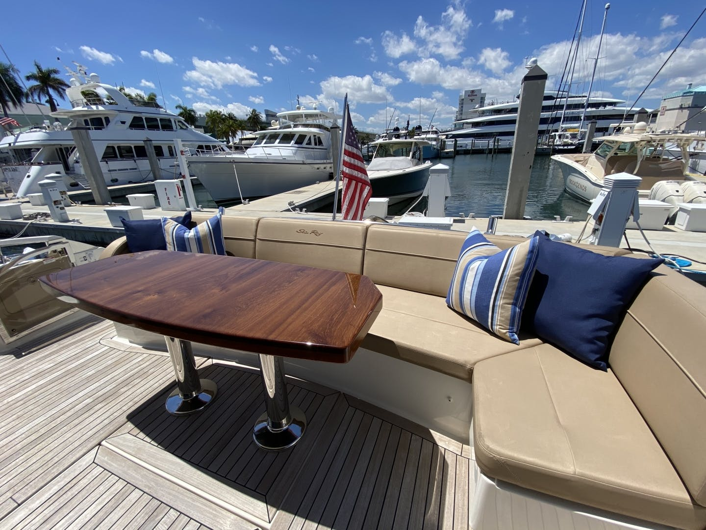 2016 Sea Ray 65' L650 Express Cozy | Picture 7 of 90
