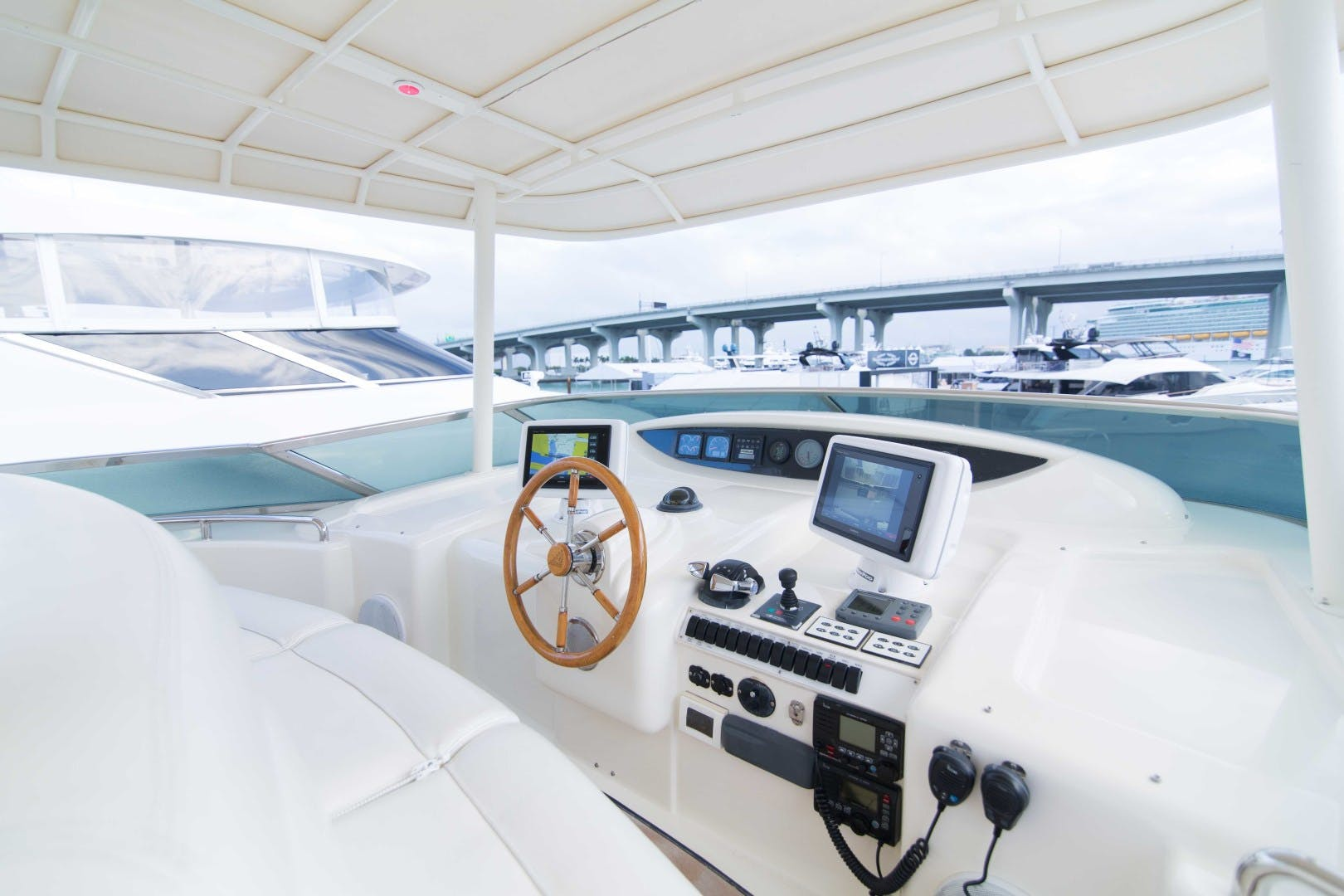 2001 Azimut 80' Motor Yacht Enchanted Lady   Picture 6 of 91