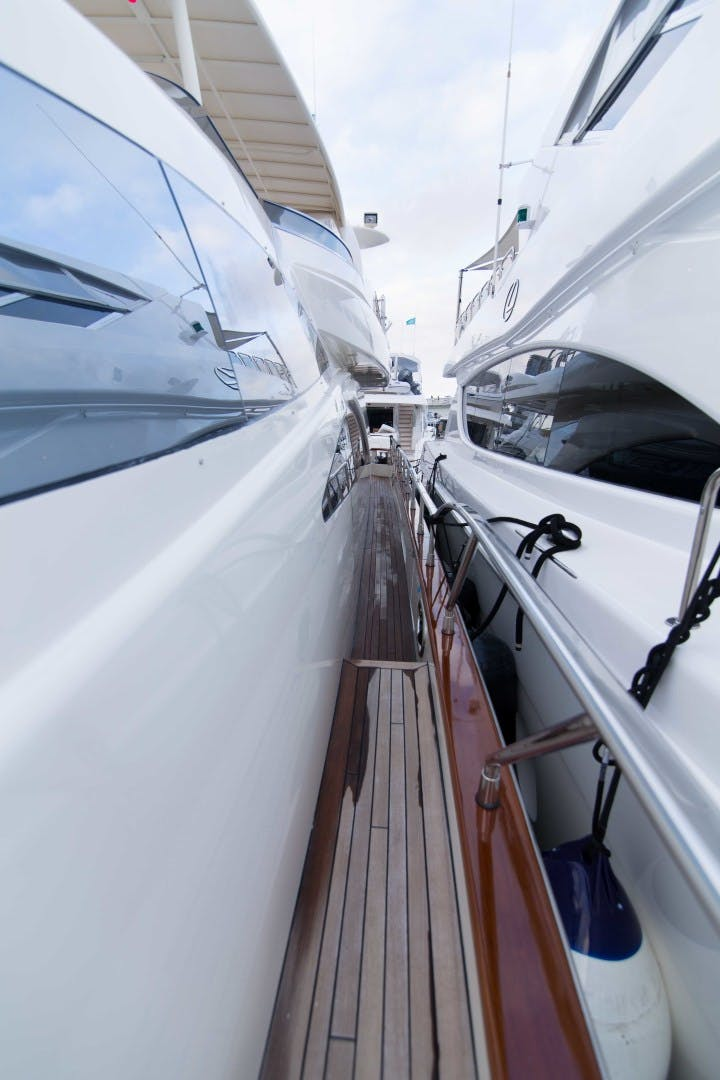 2001 Azimut 80' Motor Yacht Enchanted Lady   Picture 8 of 91