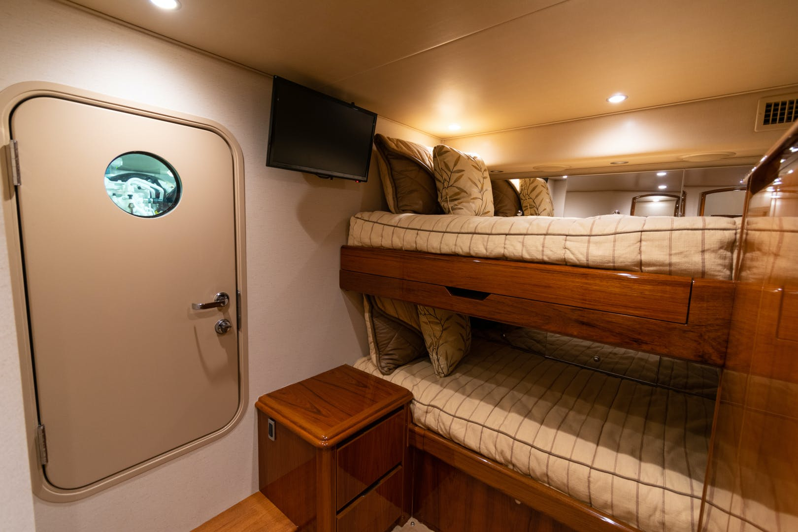 2014 Viking 70' 70 Convertible Load N Go | Picture 5 of 68