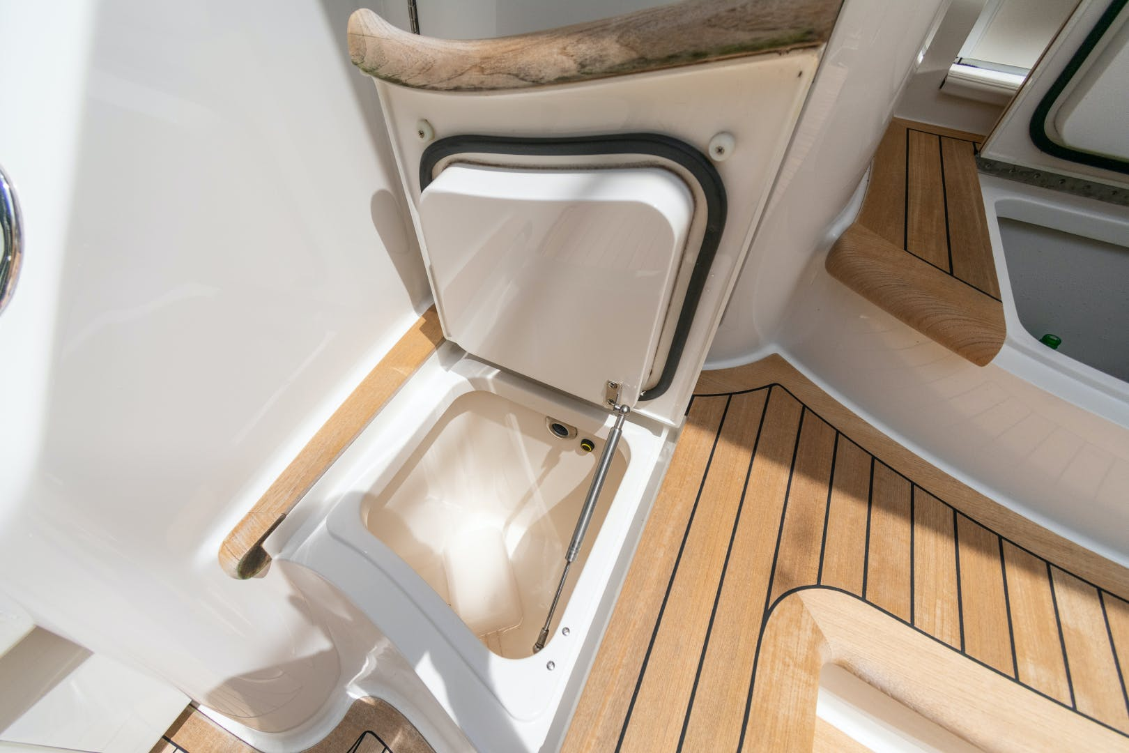 2014 Viking 70' 70 Convertible Load N Go | Picture 6 of 68