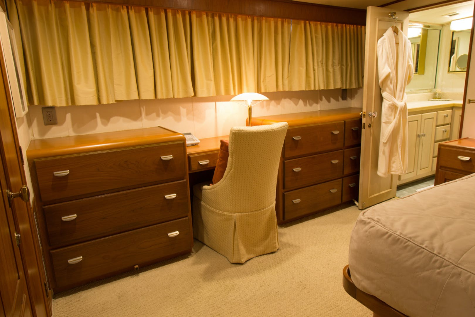 1988 Broward 97' Pilothouse GOLDEN RULE   Picture 6 of 29