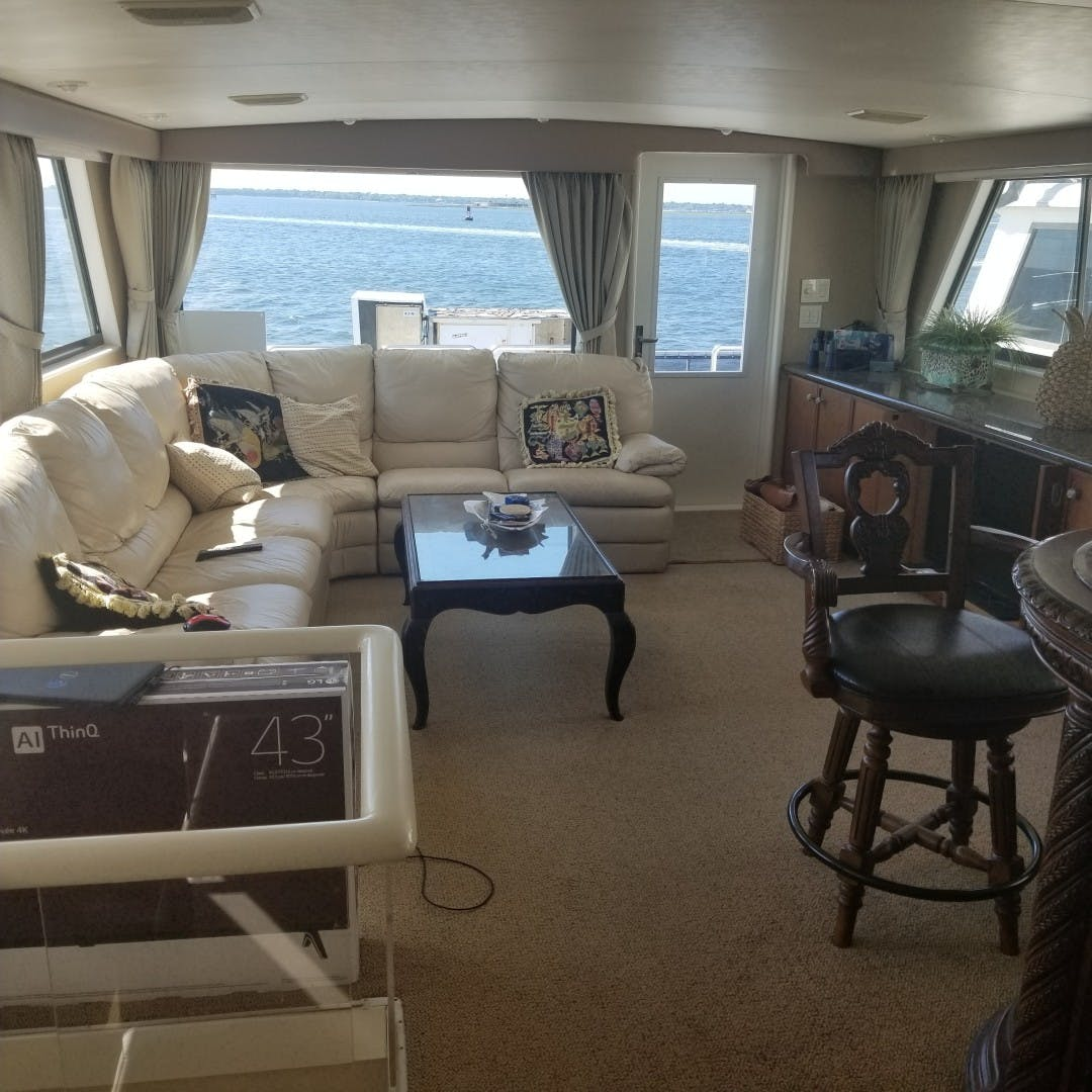 1989 Hatteras 74' Cockpit Motor Yacht Carolina Wind | Picture 8 of 17