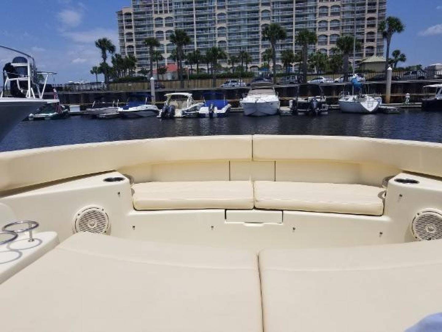 2016 Chris-Craft 38' Launch Heritage Edition Living on a prayer | Picture 4 of 37
