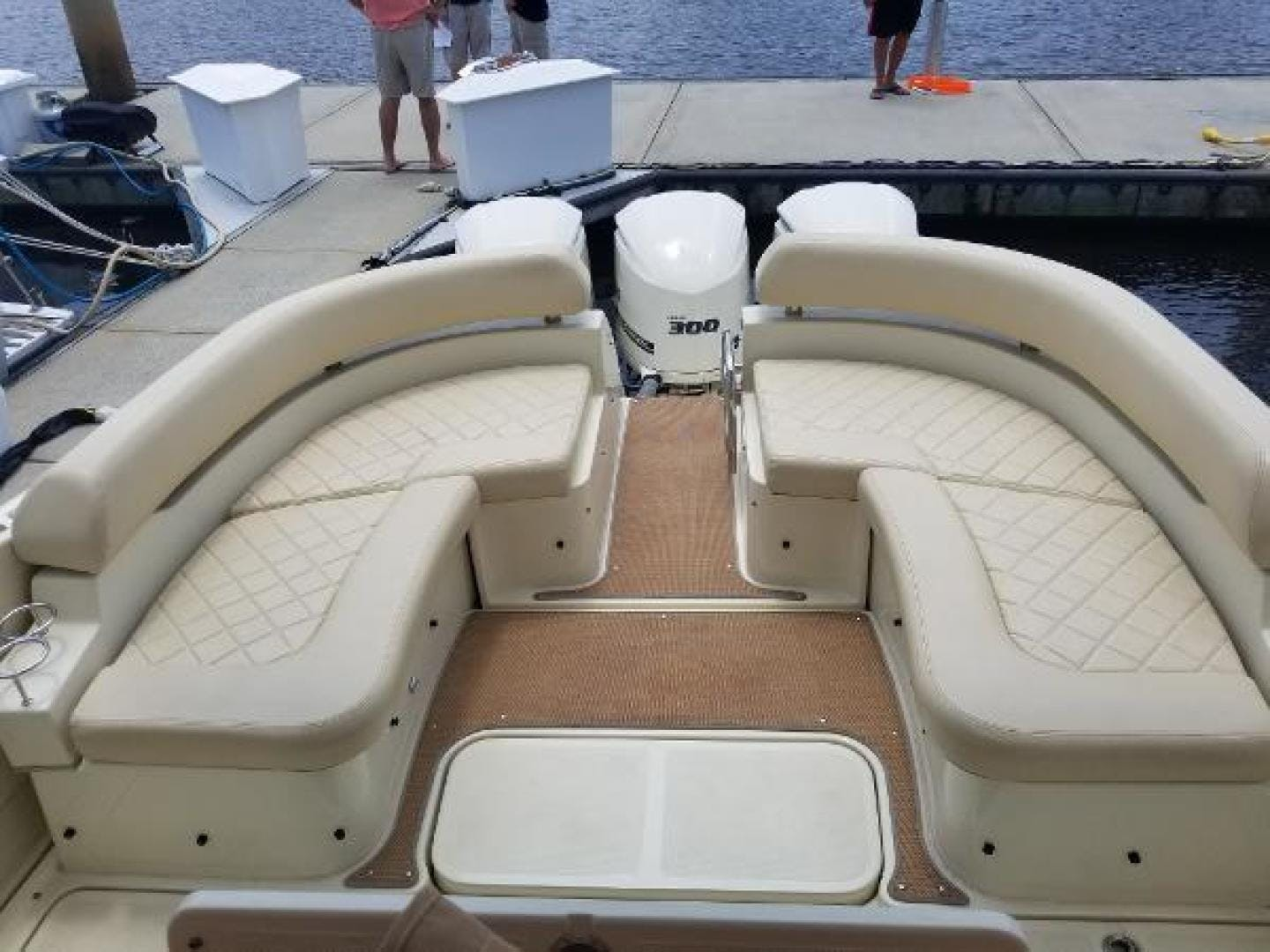 2016 Chris-Craft 38' Launch Heritage Edition Living on a prayer | Picture 1 of 37