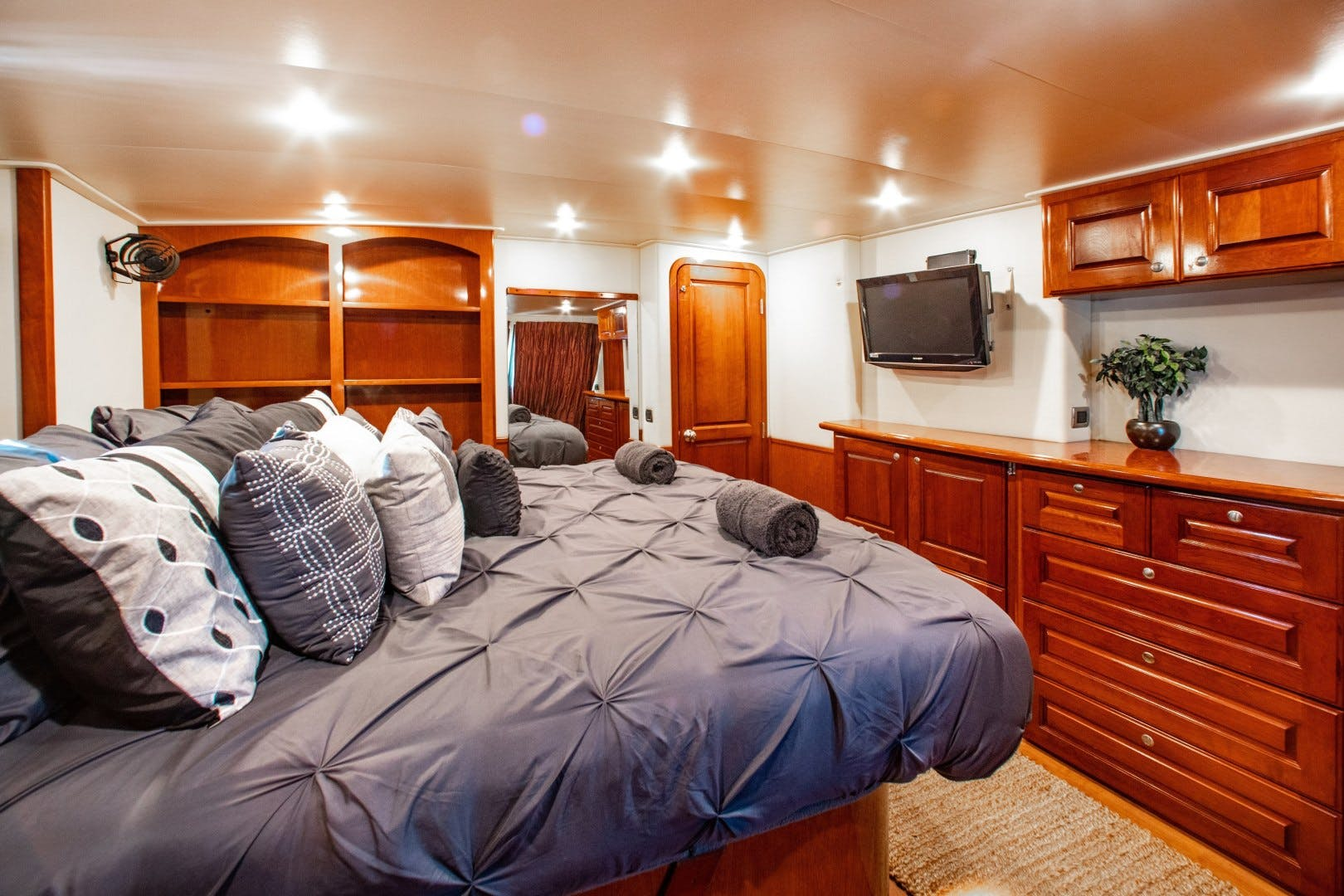 2009 Bluewater Yachts 65' 65 Motor Yacht Half Mine | Picture 8 of 46