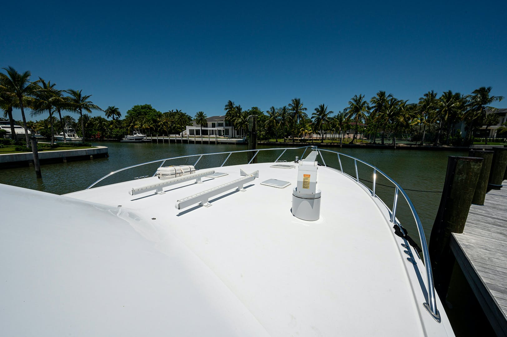 2005 Hatteras 68' Convetible 5 J's   Picture 4 of 54