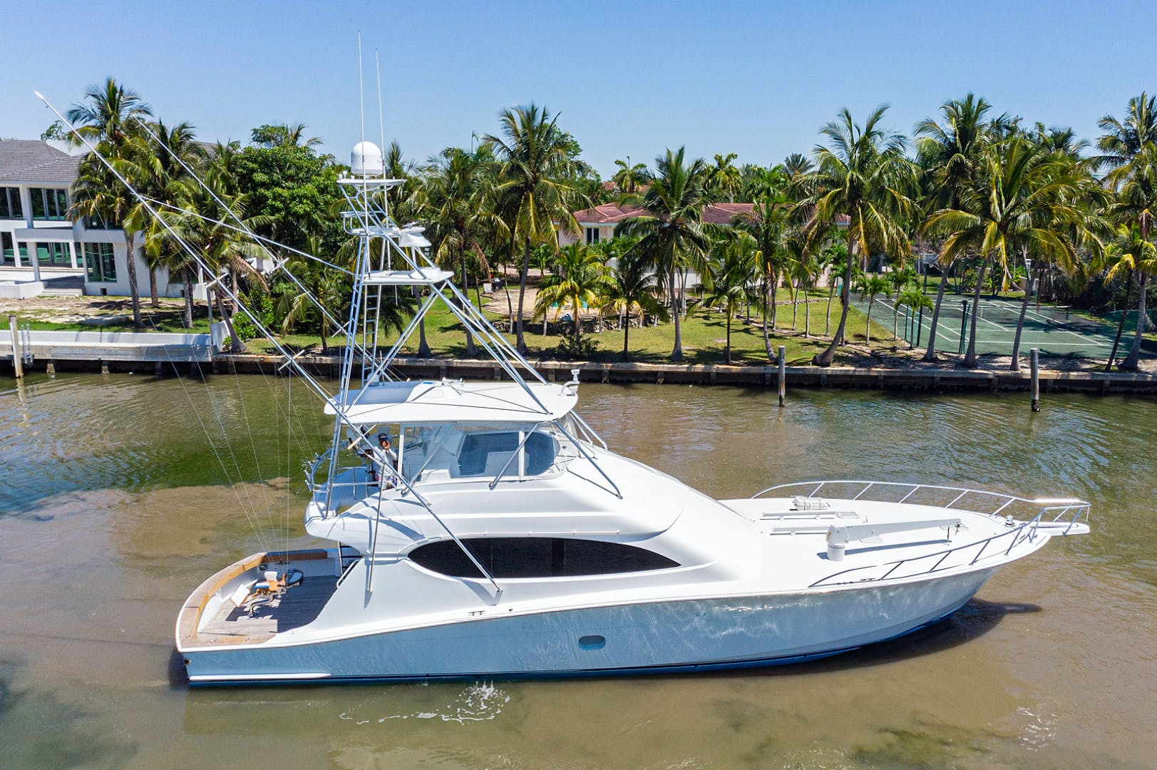 2005 Hatteras 68' Convetible 5 J's   Picture 6 of 54