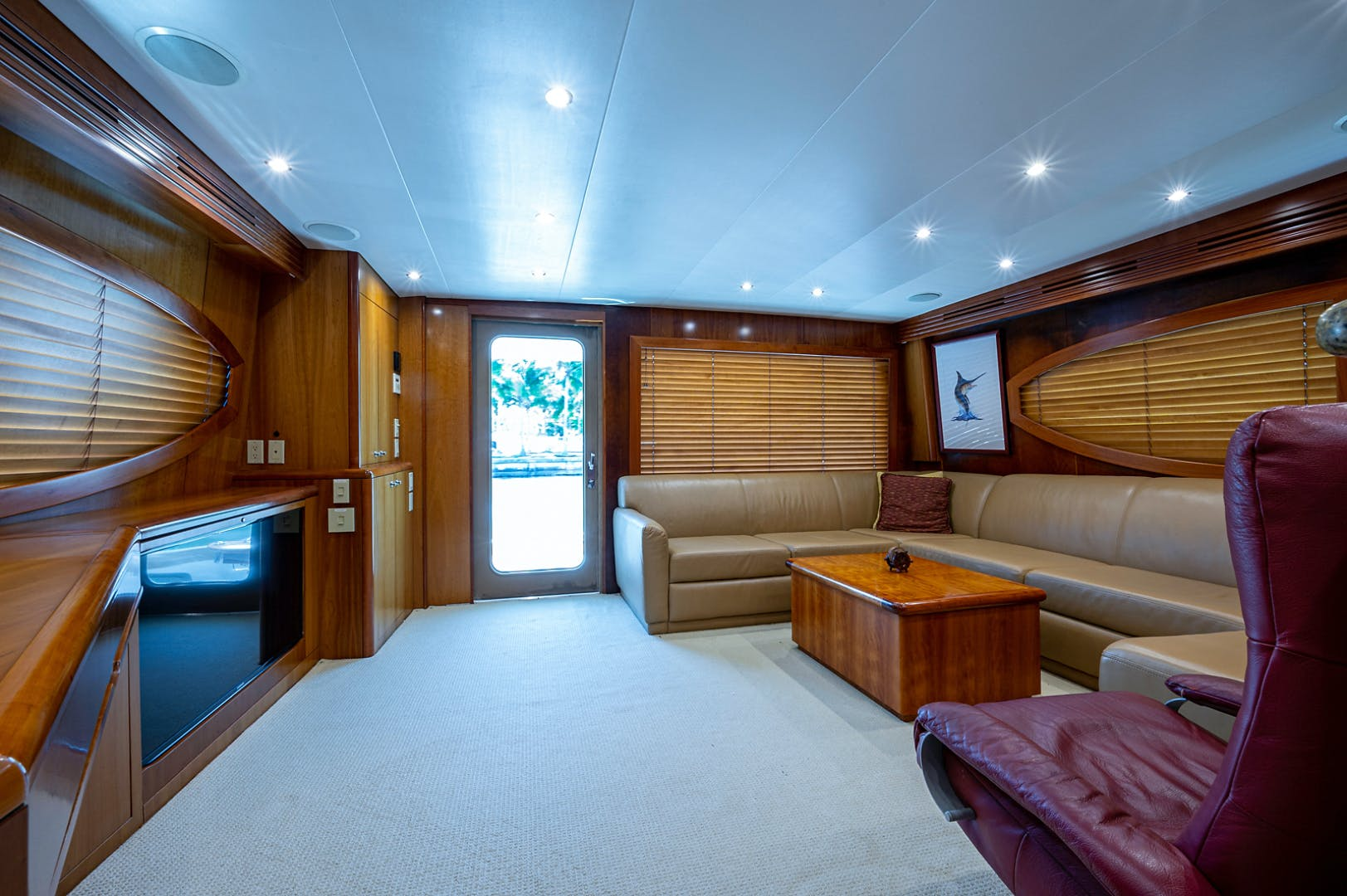 2005 Hatteras 68' Convetible 5 J's   Picture 8 of 54