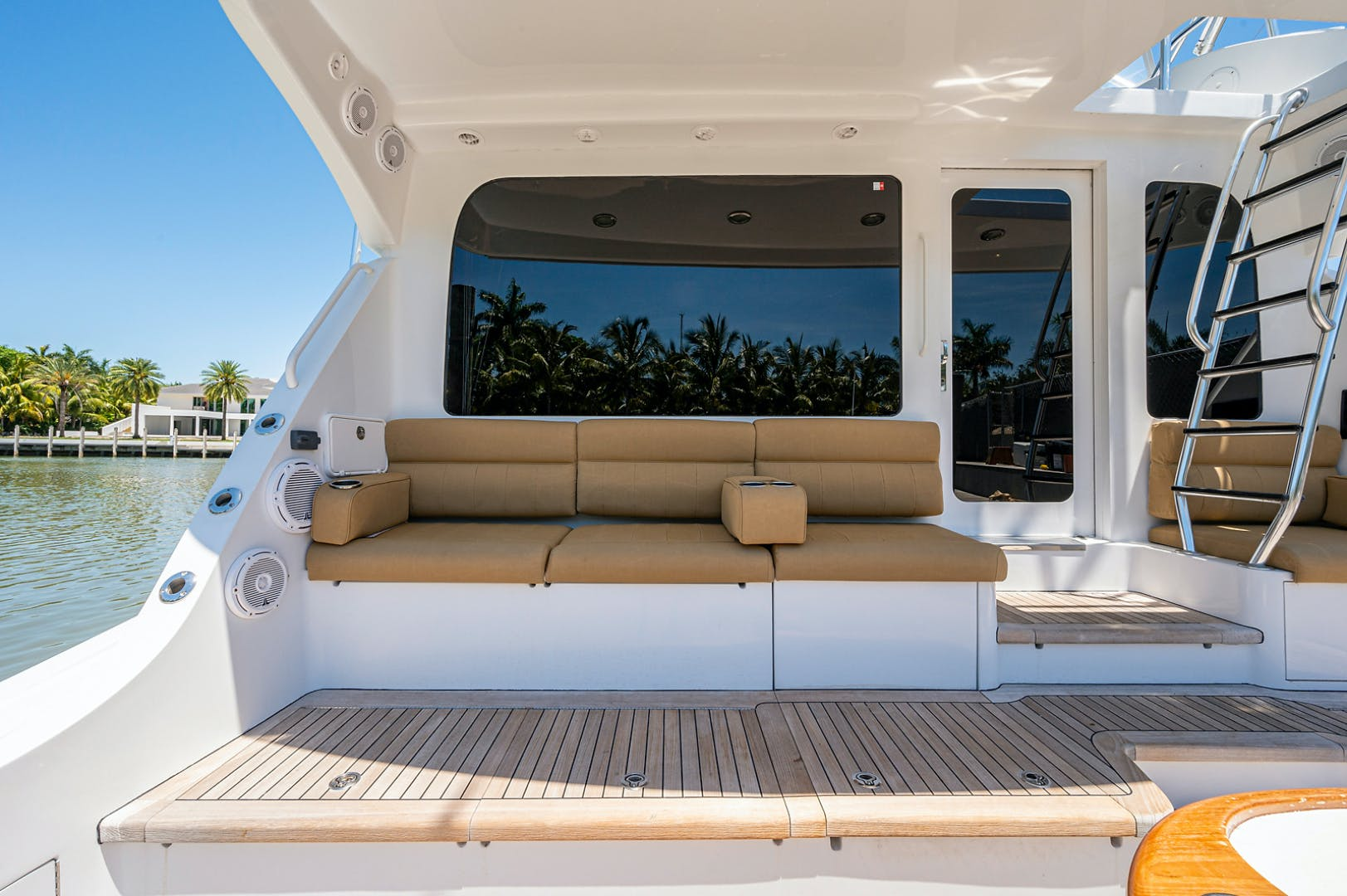 2005 Hatteras 68' Convetible 5 J's   Picture 2 of 54