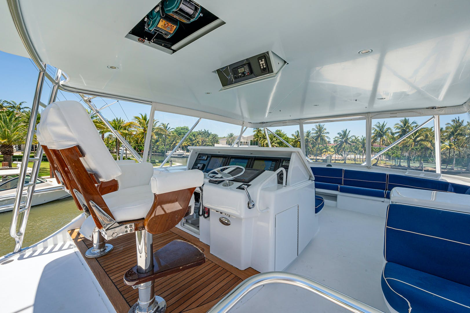 2005 Hatteras 68' Convetible 5 J's   Picture 7 of 54
