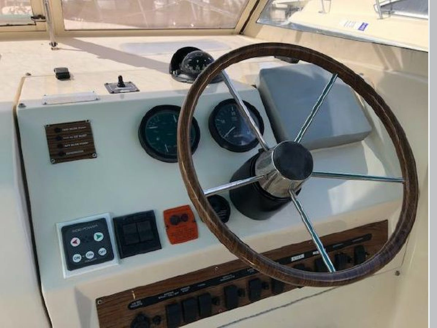 2003 Mainship 30' Pilot 30-II  | Picture 2 of 32