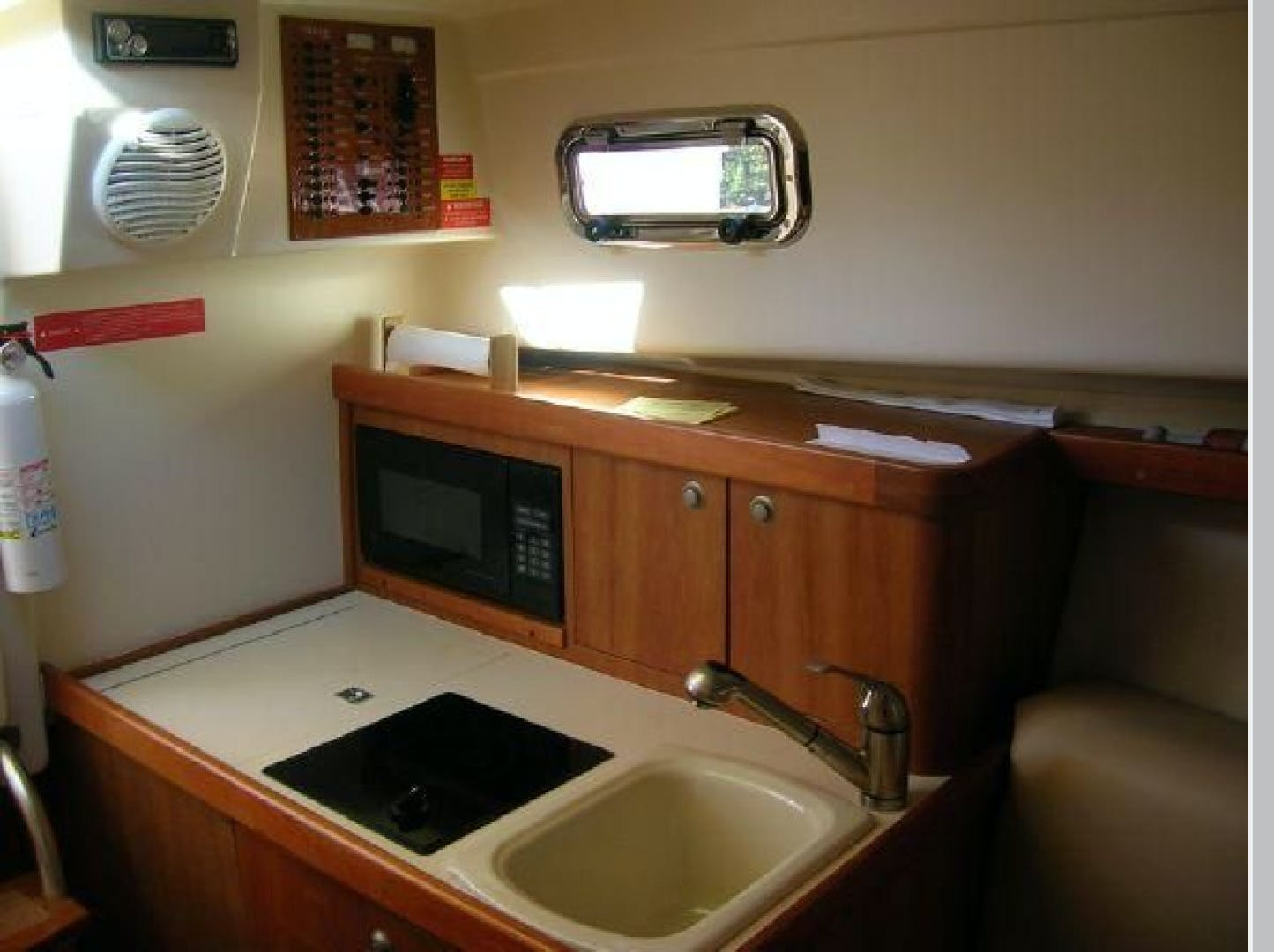 2003 Mainship 30' Pilot 30-II  | Picture 8 of 32