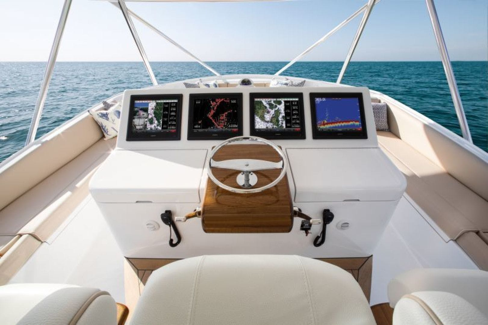 2021 Hatteras 70' GT70 GT70 | Picture 6 of 7