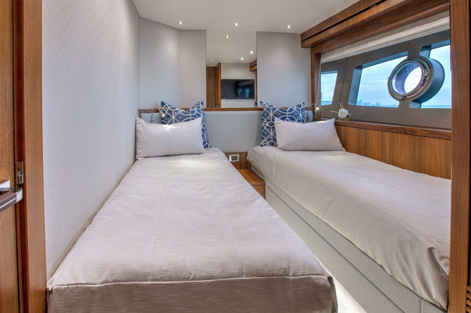 2017 Sunseeker 95' 95 Yacht Perseverance 3 | Picture 3 of 49