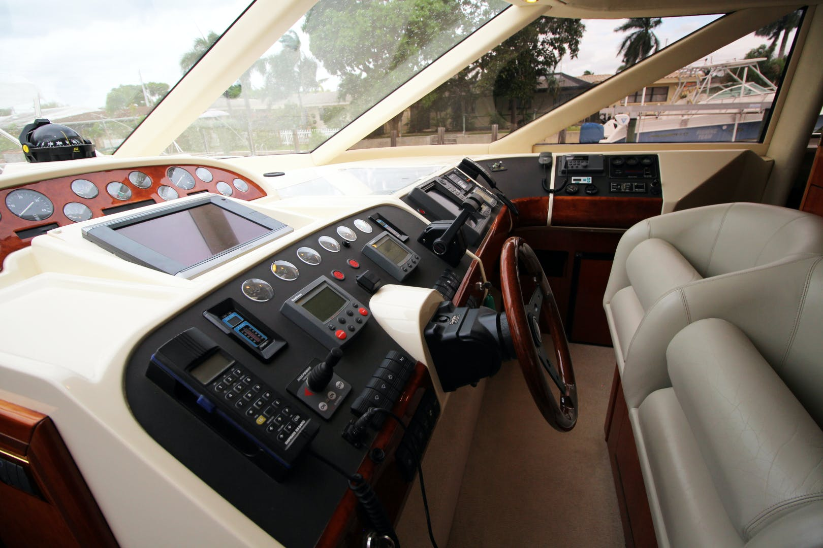 2000 Fairline 65' Squadron 65 Velocity | Picture 8 of 44