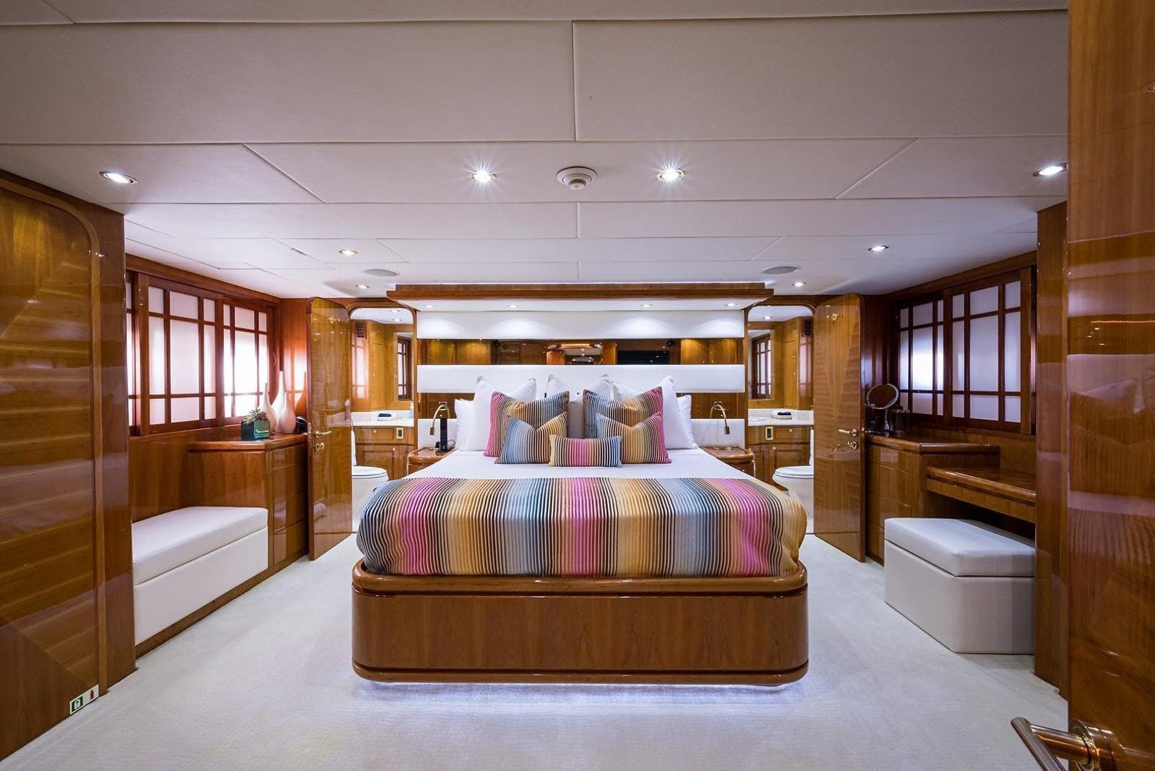 2005 Hargrave 96' Skylounge Ossum Dream | Picture 4 of 51
