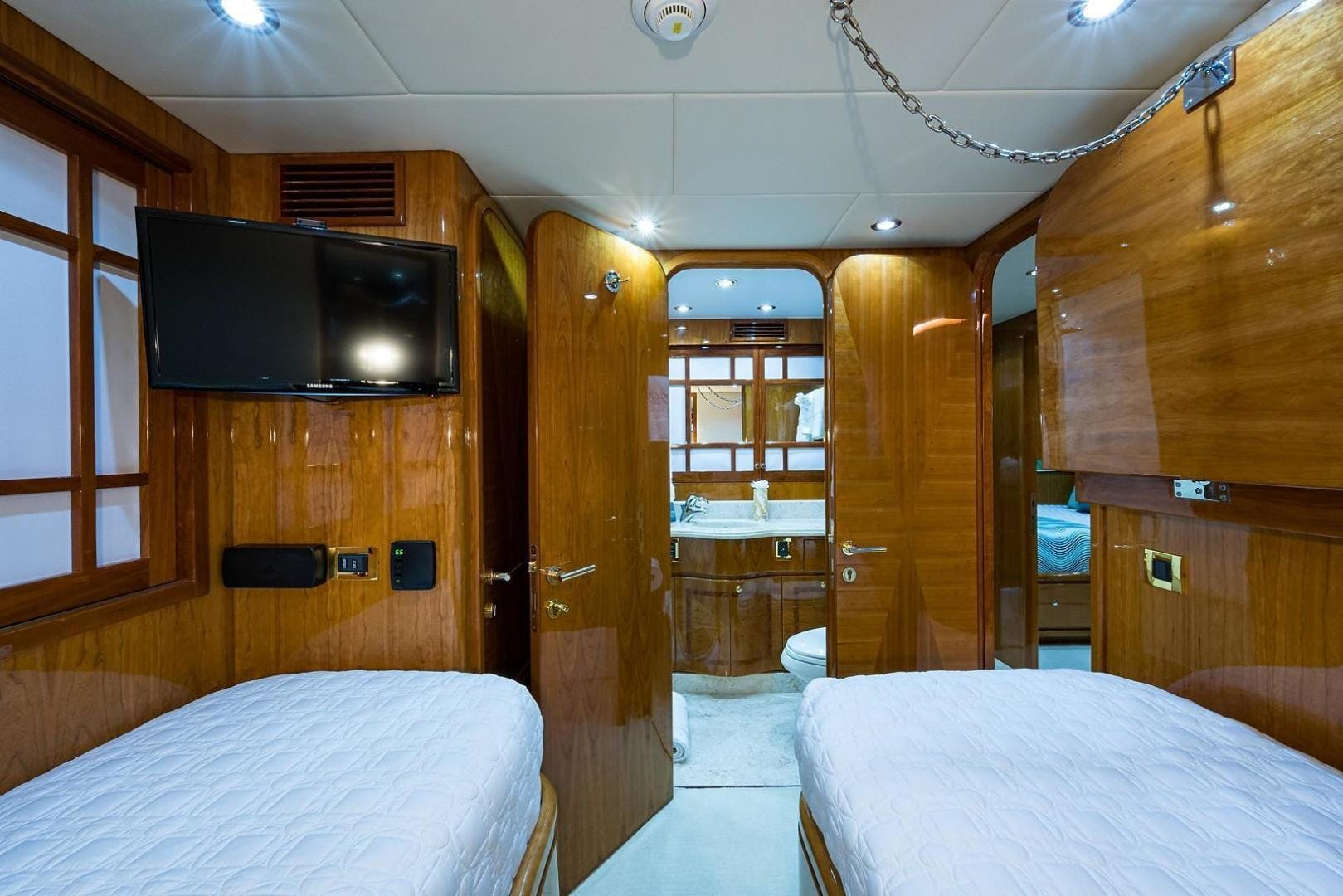 2005 Hargrave 96' Skylounge Ossum Dream | Picture 7 of 51