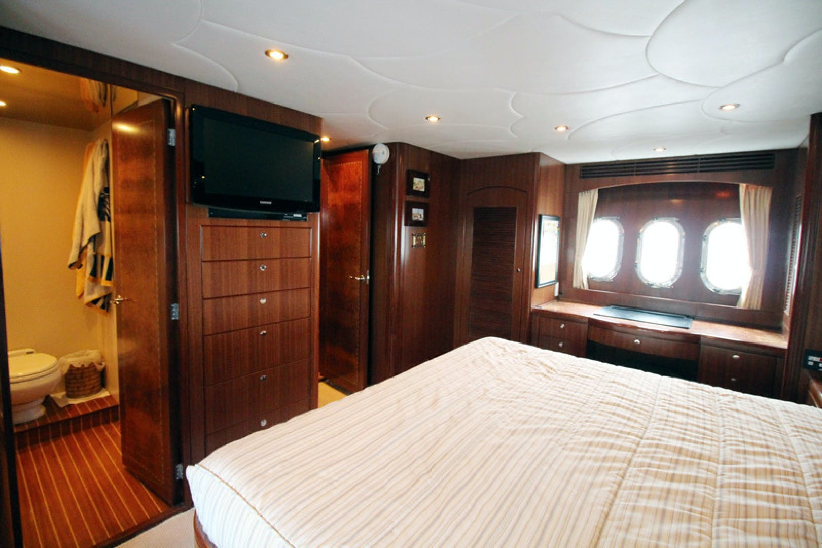 2009 Grand Harbour 67' 67 Motoryacht Always Something | Picture 8 of 64