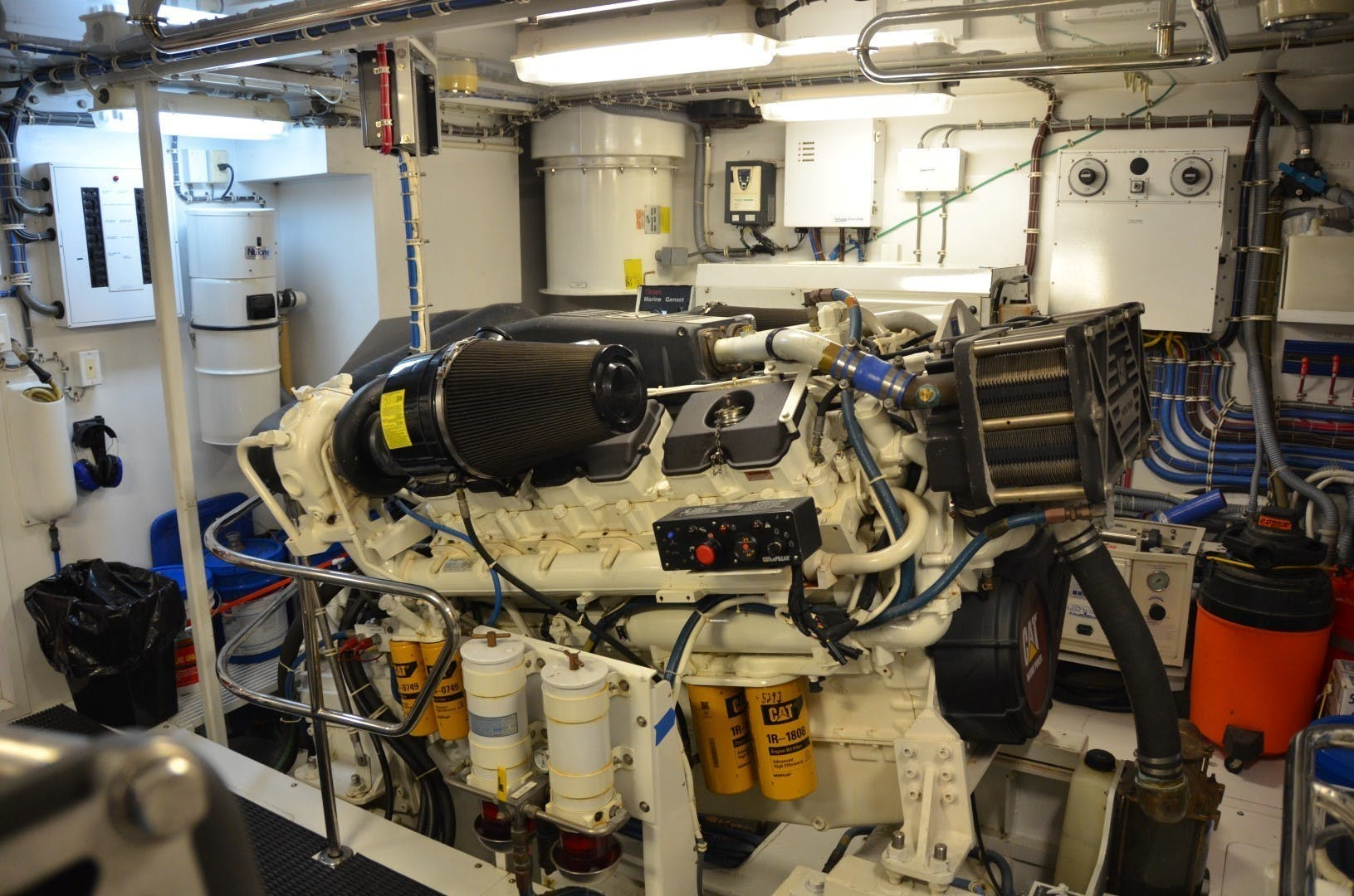 2004 Hatteras 80' Motor Yacht SEA DOZER | Picture 3 of 73