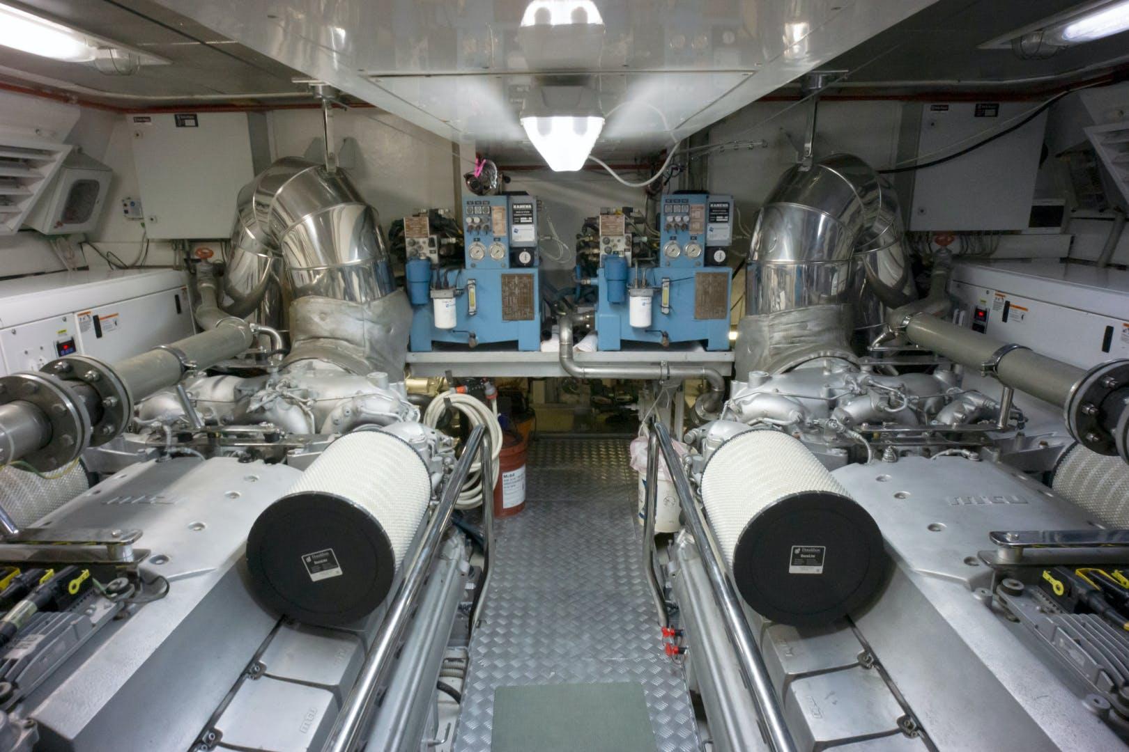 2006 Mangusta 92' Jet Propulsion Eva | Picture 6 of 73