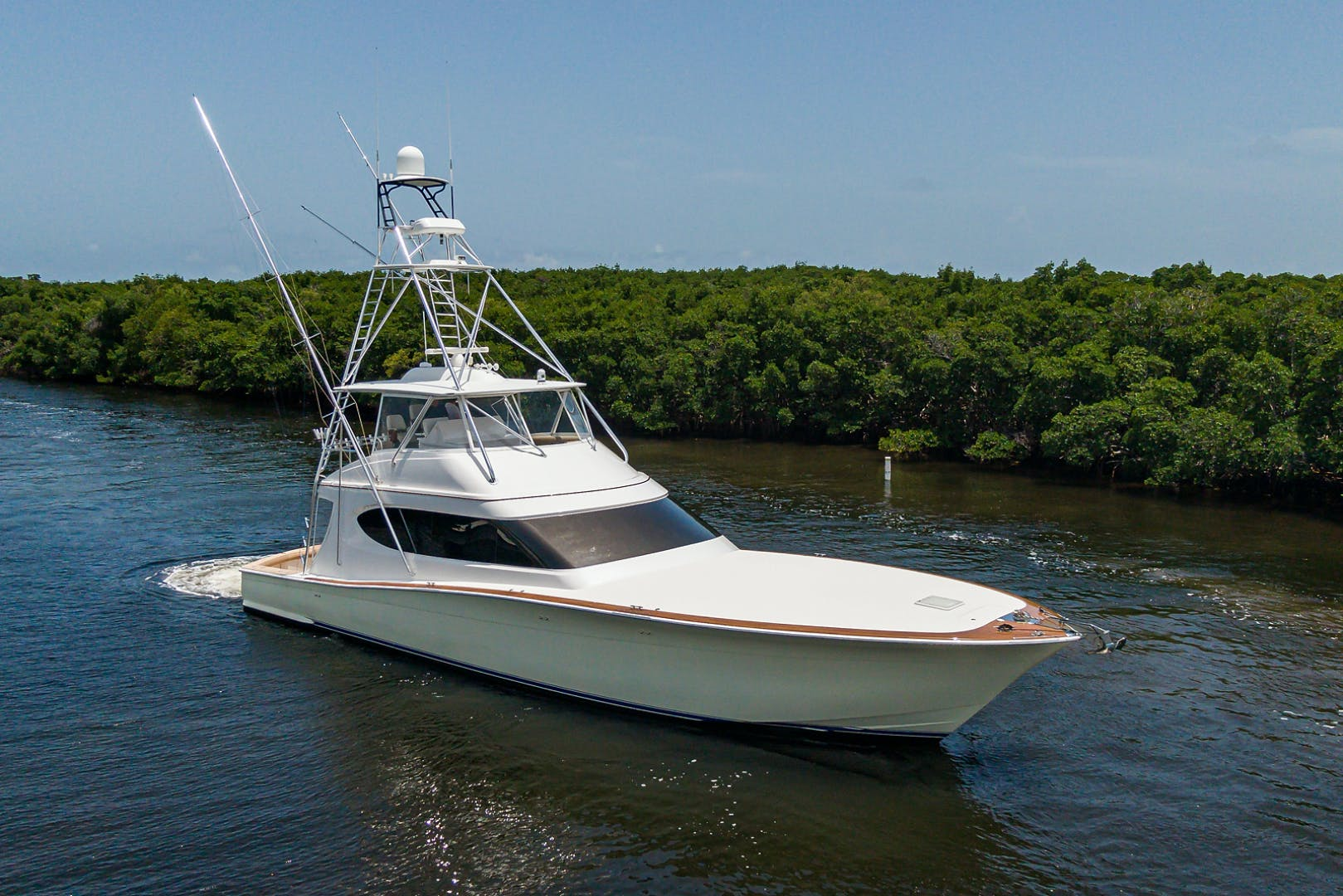 2015 Hatteras 70'  WING MAN   Picture 8 of 48