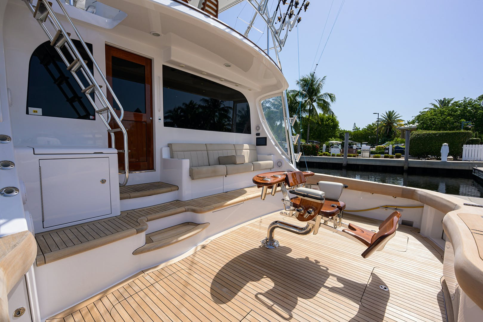 2015 Hatteras 70'  WING MAN   Picture 6 of 48