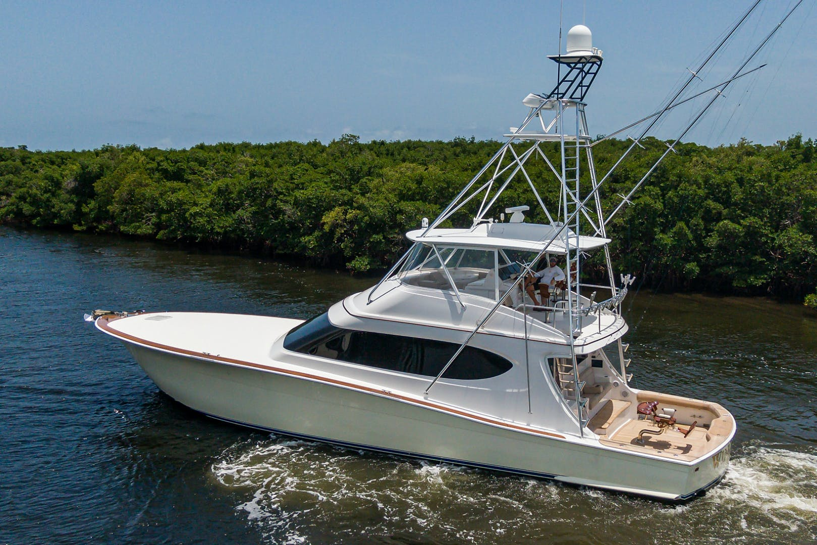 2015 Hatteras 70'  WING MAN   Picture 5 of 48