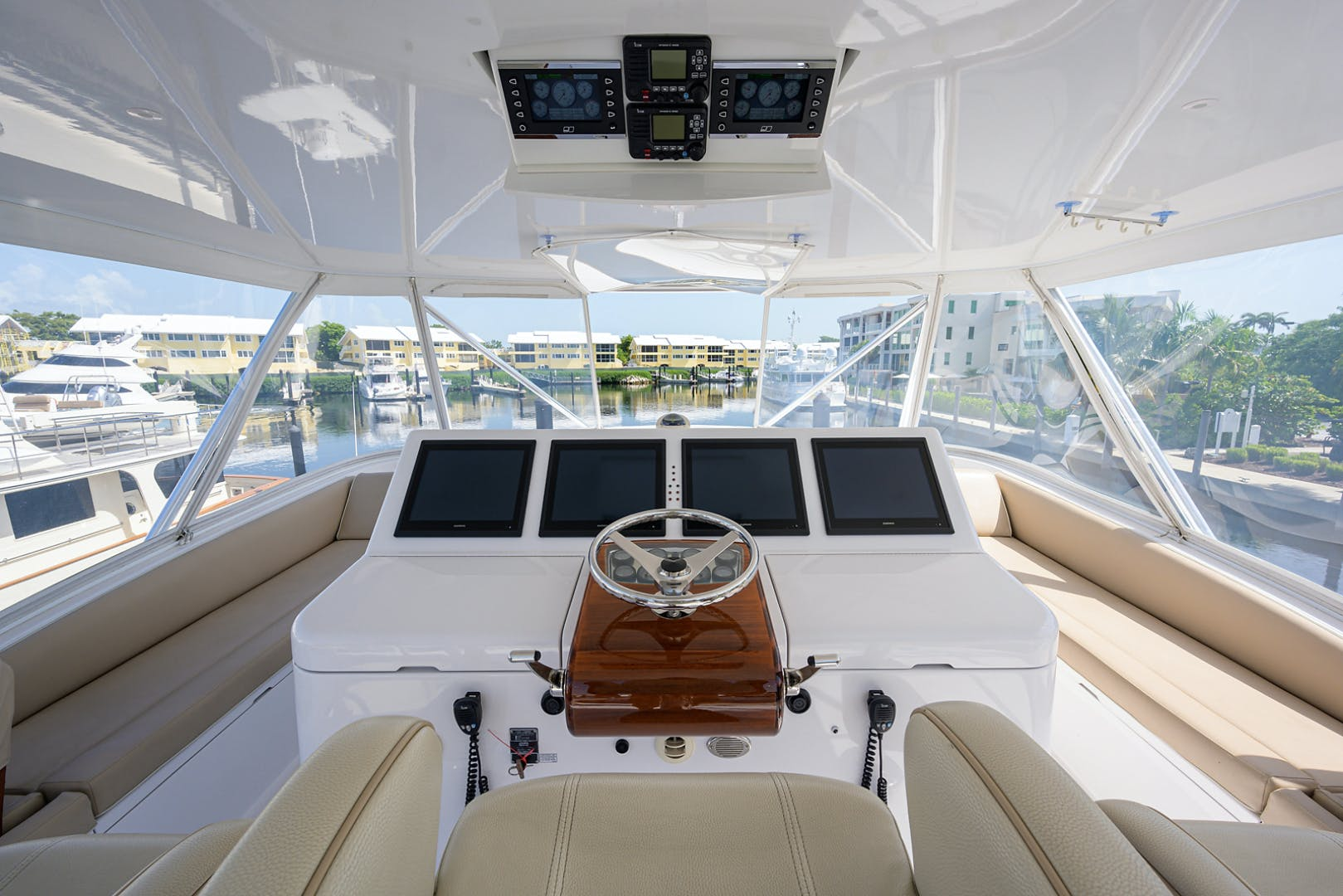 2015 Hatteras 70'  WING MAN   Picture 1 of 48
