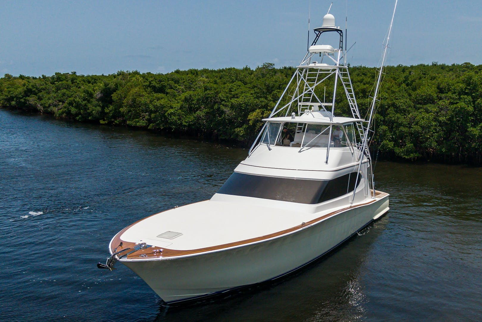 2015 Hatteras 70'  WING MAN   Picture 3 of 48