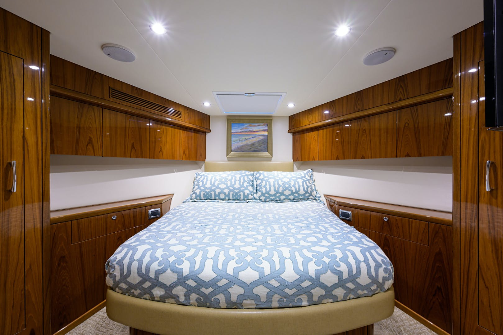 2015 Hatteras 70'  WING MAN   Picture 7 of 48