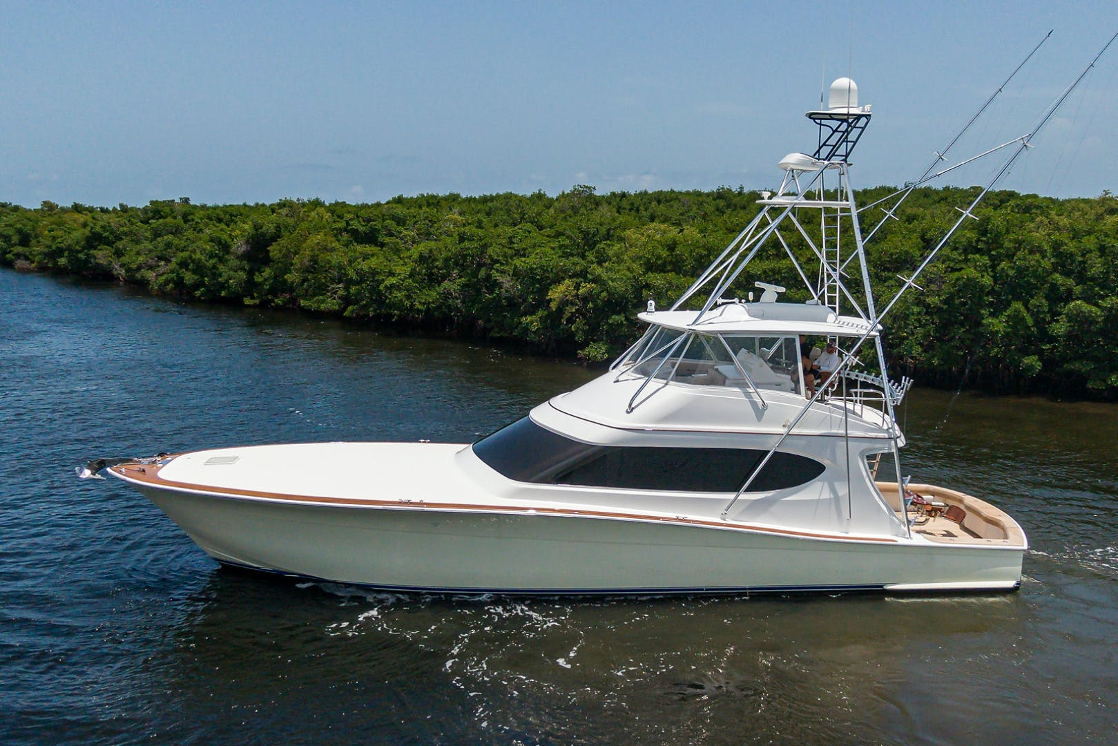 2015 Hatteras 70'  WING MAN   Picture 4 of 48