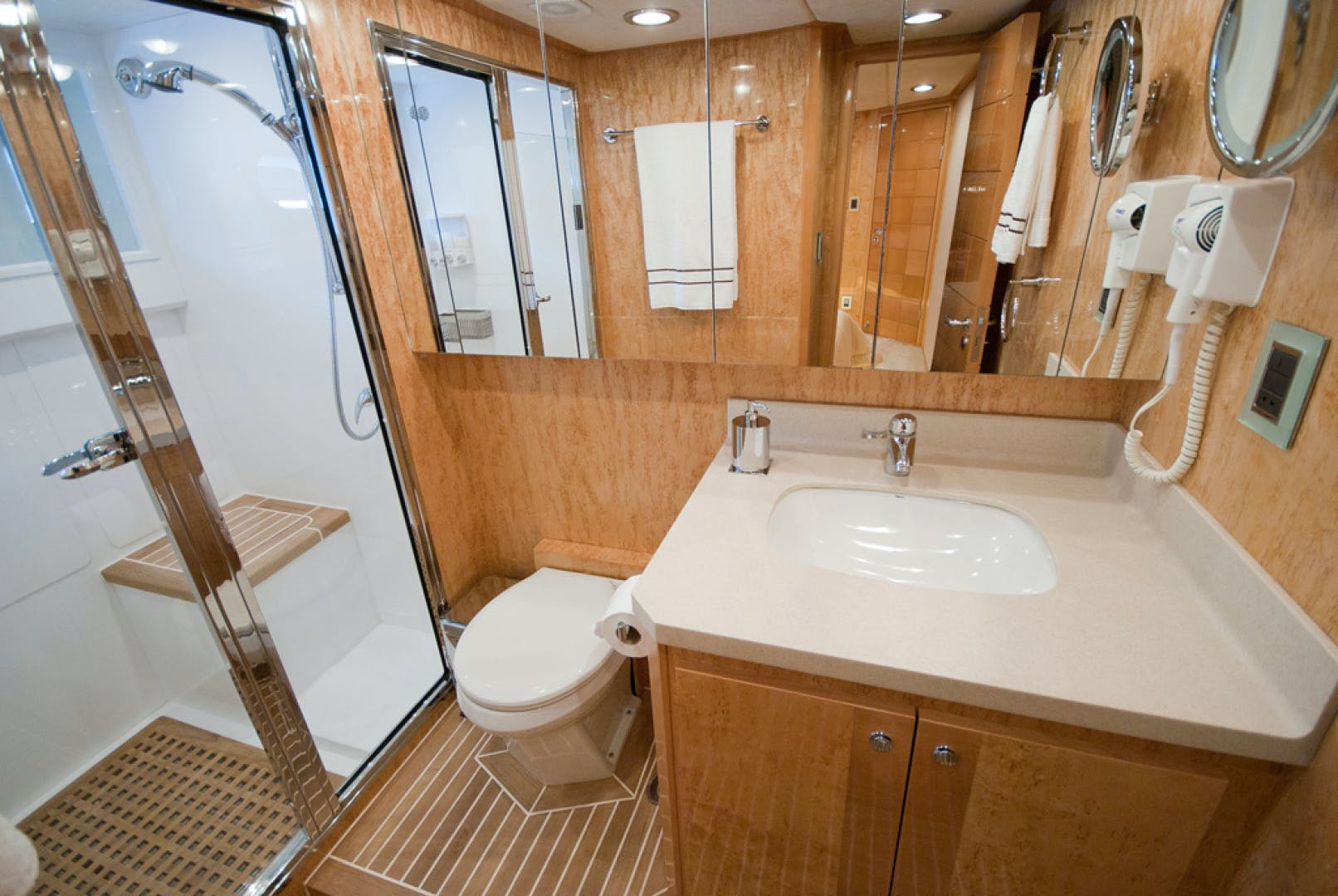 2010 MCP 100' Europa 100 RED PEARL   Picture 1 of 23