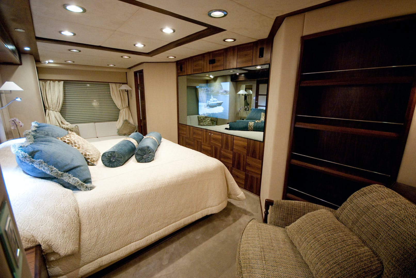 2010 MCP 100' Europa 100 RED PEARL | Picture 5 of 23