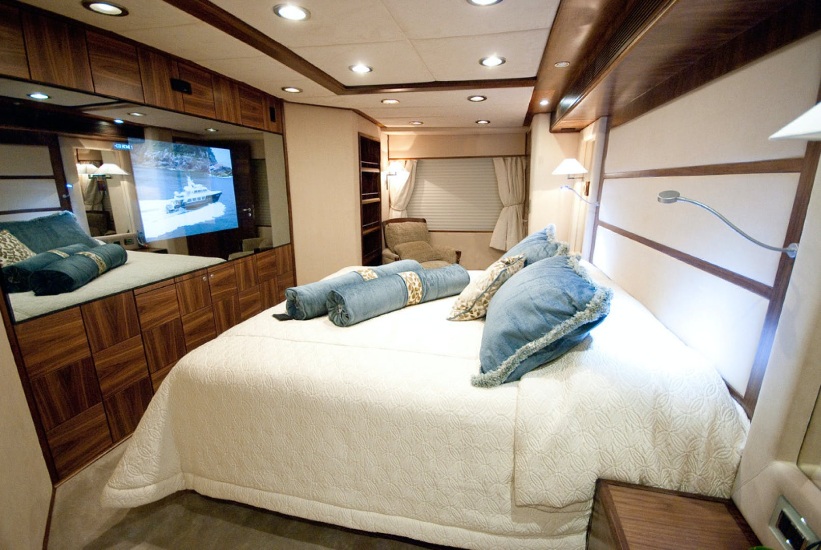 2010 MCP 100' Europa 100 RED PEARL   Picture 4 of 23