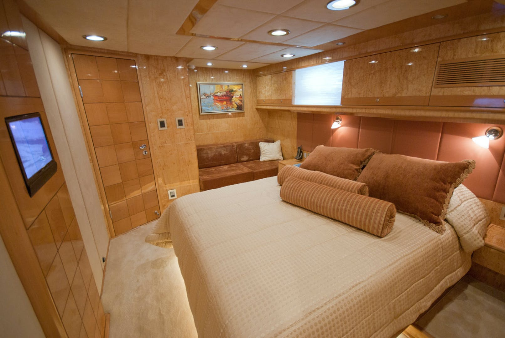2010 MCP 100' Europa 100 RED PEARL   Picture 2 of 23