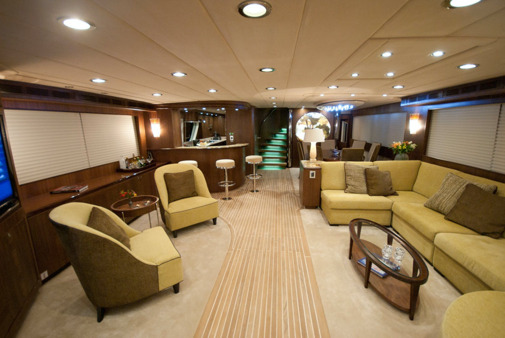 2010 MCP 100' Europa 100 RED PEARL | Picture 2 of 23