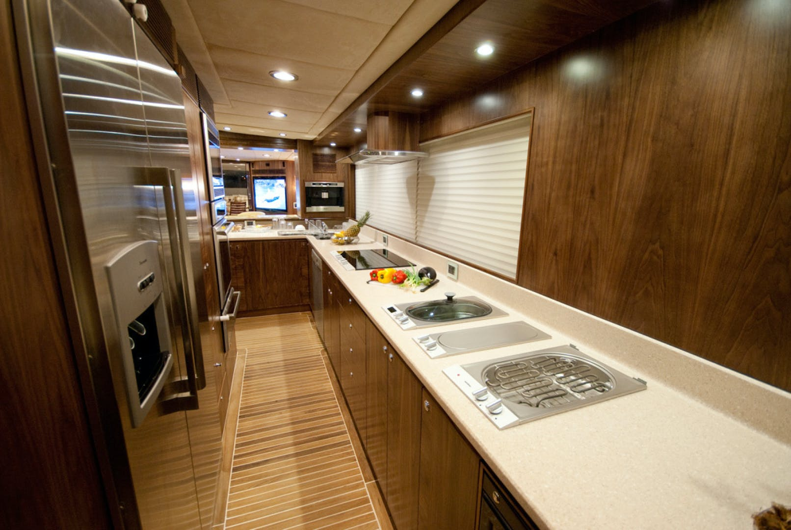 2010 MCP 100' Europa 100 RED PEARL | Picture 3 of 23