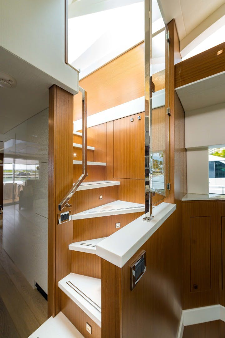 2021 Hatteras 75' M75 NEW BUILD M75 2021 M75TBD21 | Picture 8 of 32