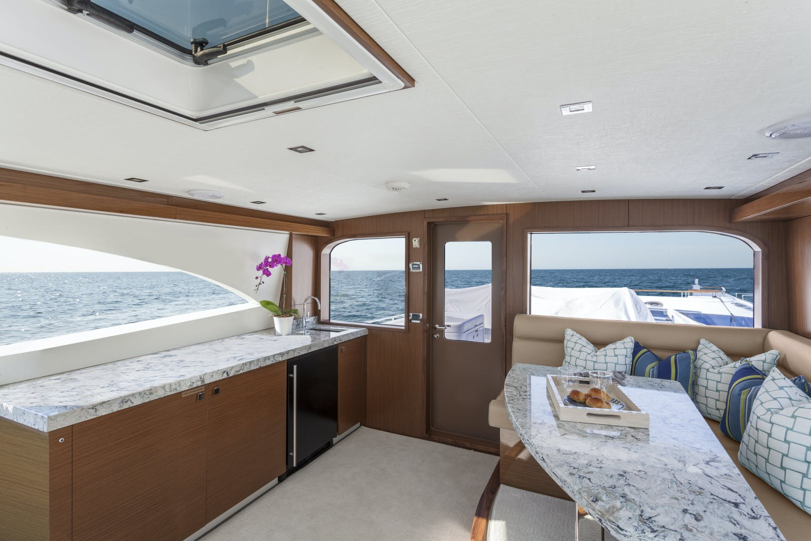 2021 Hatteras 75' M75 NEW BUILD M75 2021 M75TBD21 | Picture 2 of 32